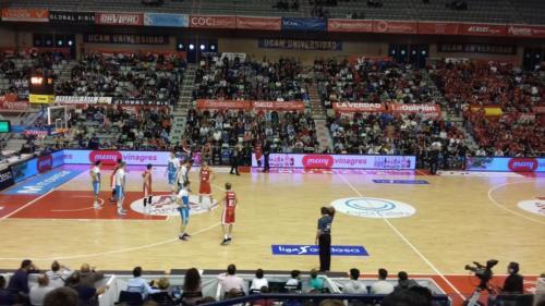 Acción trepidante durante un partido de la Liga Endesa, donde colabora JRSABATER y Merry.